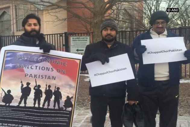 Kulbhushan Jadhav Row: 'Chappal Chor Pakistan' Protest Held By Indian-Americans In US