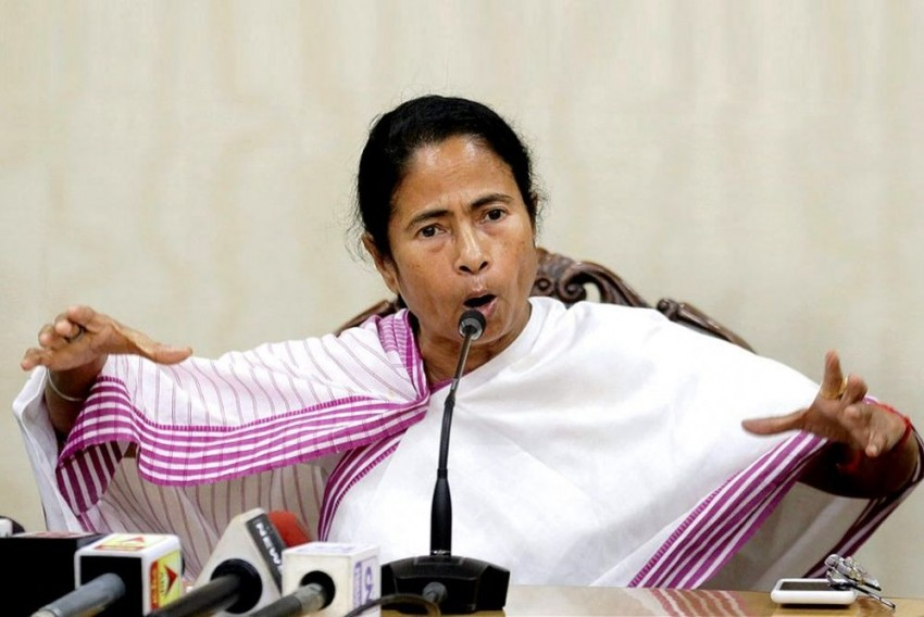 Senior Journalists Accompanying Mamata To London Steal Silver Cutlery During Official Dinner Meet, Fined £50