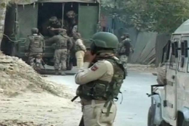 J&K: Active Terrorist, 4 OGWs Working Under Hizbul Mujahideen Arrested