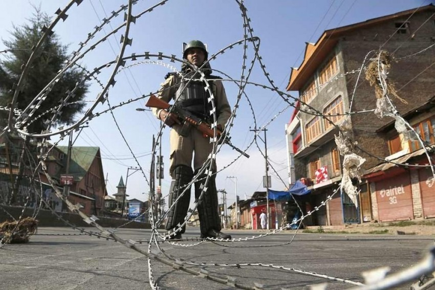 Day After Fateh Kadal Encounter, Restrictions Imposed In Parts Of Srinagar
