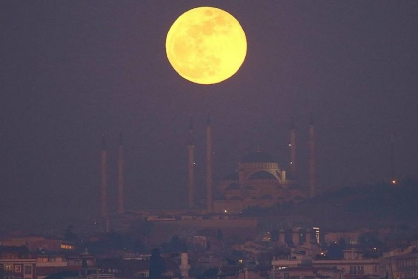 China To Launch 'Artificial Moon' To Replace Streetlamps By 2020
