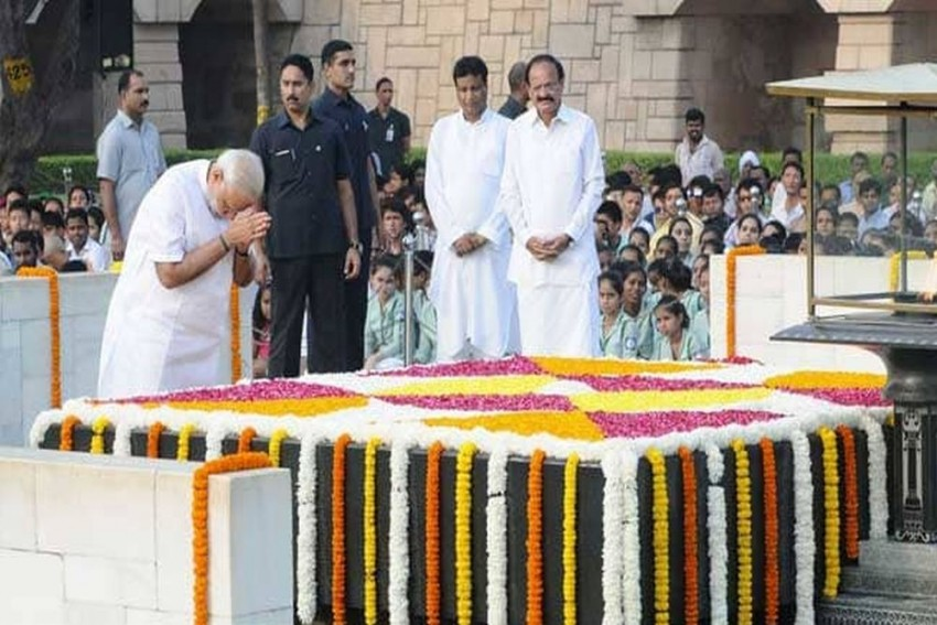 Mahatma Gandhi Remains A Shining Beacon Of Hope For Millions: Modi's Tribute To Bapu