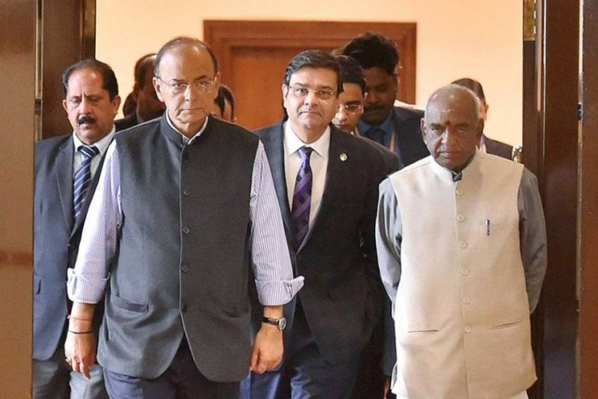 The Turf War Between Government And RBI Is Not New