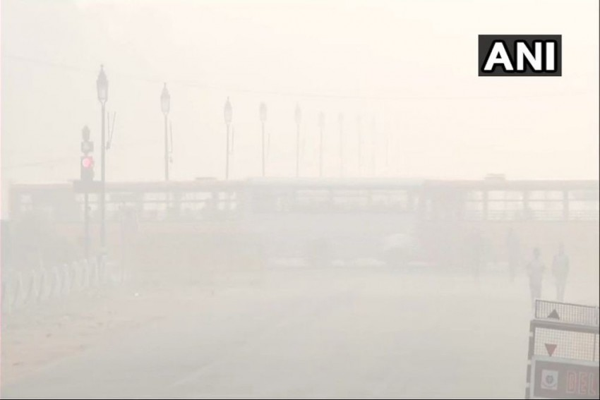 Delhi's Air Quality To Remain 'Severe' For Weekend After Year's Highest Stubble Burning