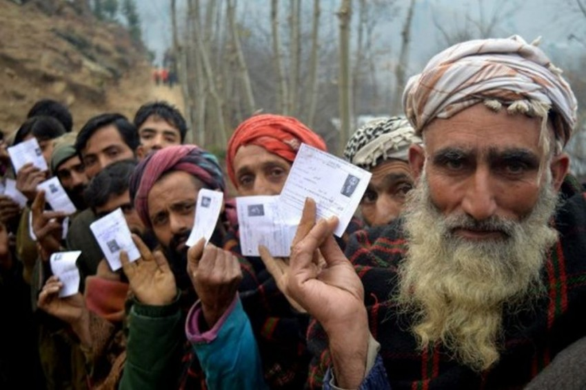 J&K Panchayat Elections: Life Hit In Srinagar Due To Strike By Separatists