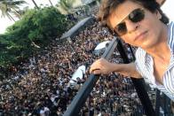 SRK Greets Thousands Of Fans Outside His Residence 'Mannat' On 53rd Birthday