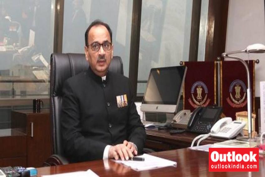 CBI Row: HC Allows Alok Verma To Inspect Rakesh Asthana's Case Files In CVC Office