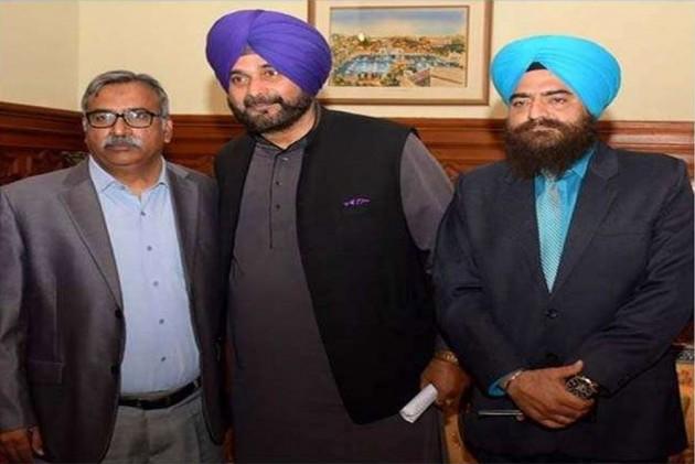 Navjot Singh Sidhu's Photo With Khalistani Leader Draws Fresh Controversy