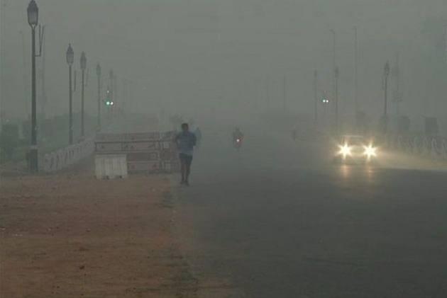 Delhi Wakes Up To Dense Smog As Pollution Level Touches 'Hazardous' Category