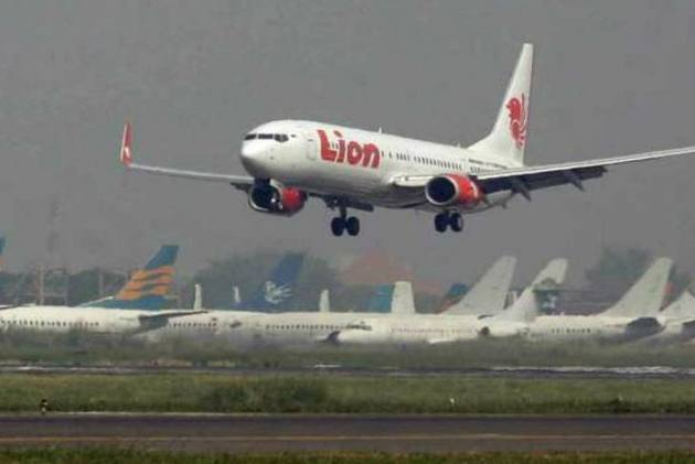 Indonesia's Lion Air: Another Plane Crashes Into Pole During Take-Off