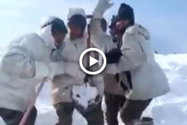 Watch: Indian Army Soldiers Dance To A Pakistani Singer's Song In Snow