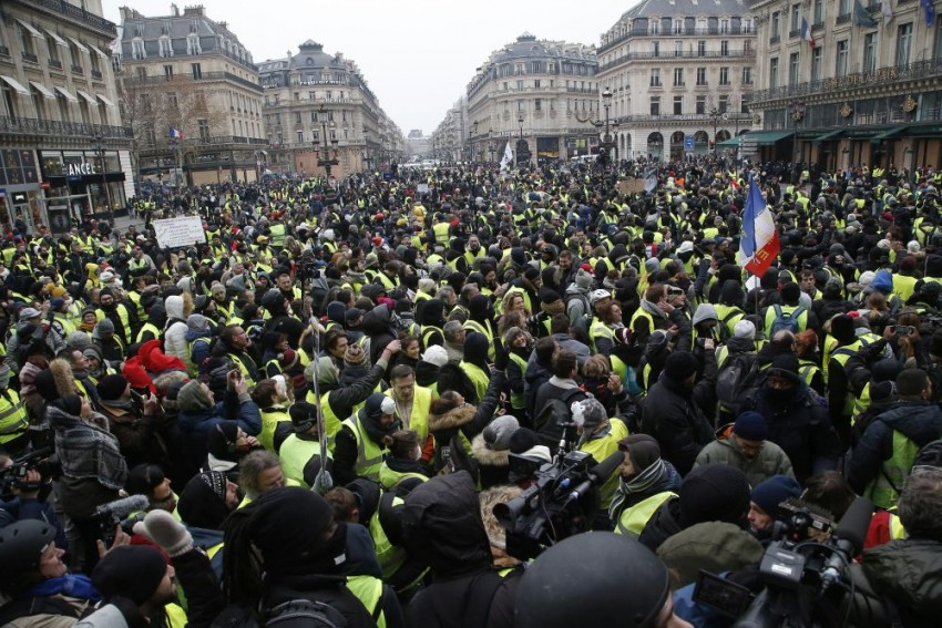 'Yellow Vest' Protests Lose Momentum On Fifth Decisive Weekend In France