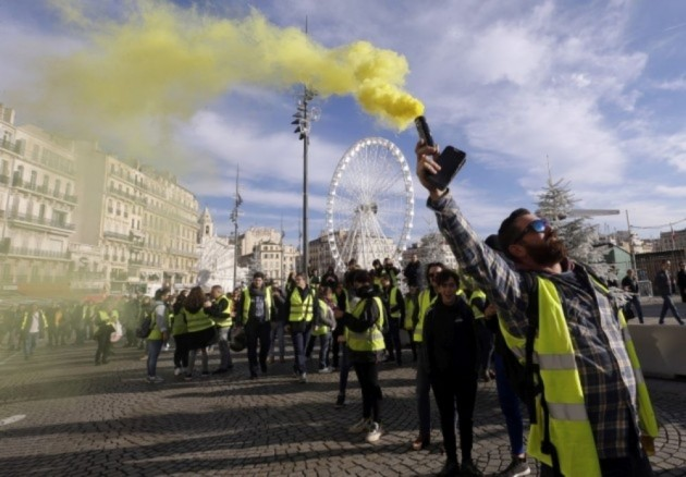 French Govt To Meet Protest Organisers After 'Yellow Vest' Riots Rock Paris