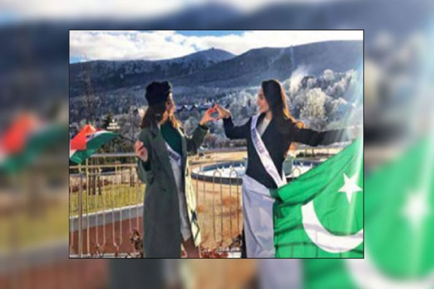 In Midst Of Political Tension Beauty Queens From India, Pakistan Spread Message Of Peace