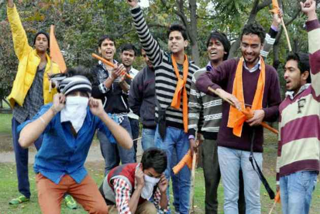 Bajrang Dal's Warning: Couple Found Celebrating Valentine's Day In Public To Be Married Off Immediately