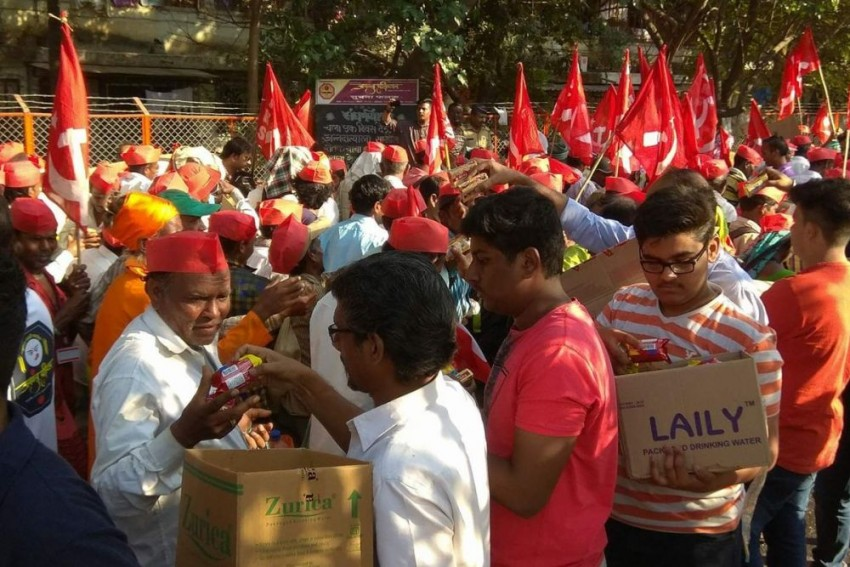 From 'Dabbawalas' To Students, How Mumbaikars Help Thousands Of Protesting Farmers
