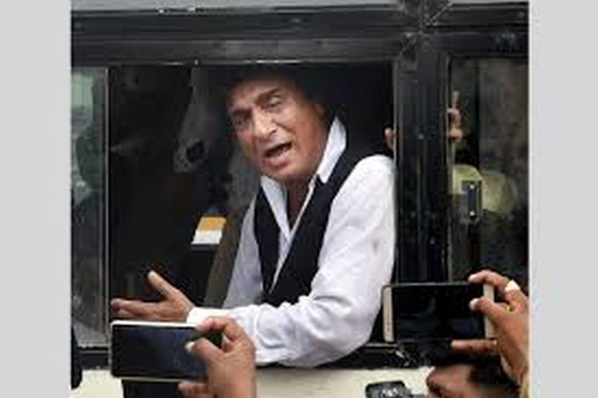 Following Congress' Poor Show In Bypolls, Raj Babbar Resigns As Party's UP President