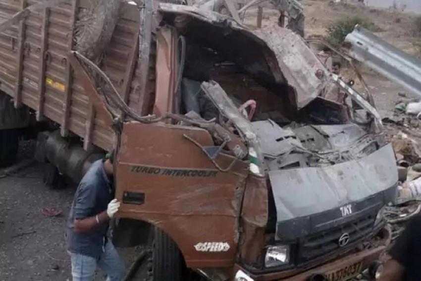 17 Dead, 15 Injured After Truck Hits Barricade Near Mumbai-Pune Highway
