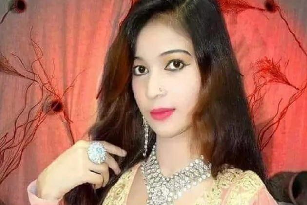 Pregnant Singer Shot Dead After She Refused To Stand Up During Performance In  Pakistan