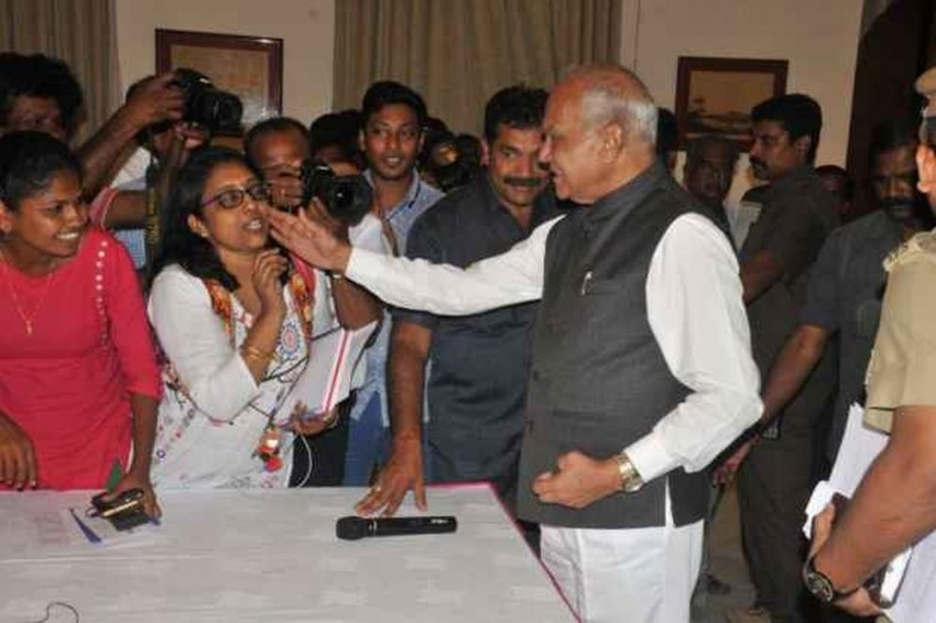 Tamil Nadu Governor Apologises To Woman Journalist For Patting Her Cheek