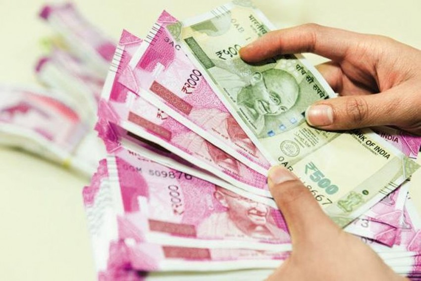 Cash Crunch: Income-Tax Department Seizes Rs 14.48 Crore Cash From Hoarders: Report