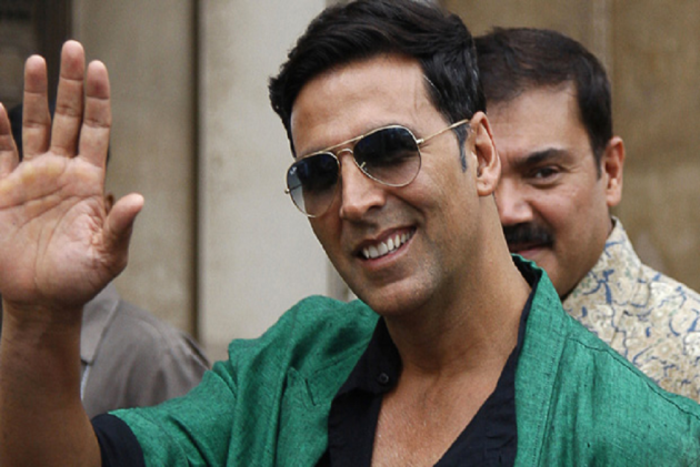 Akshay Kumar Sponsors Mobile Toilet On Juhu Beach After Wife Tweets Picture Of Man Openly Defecating