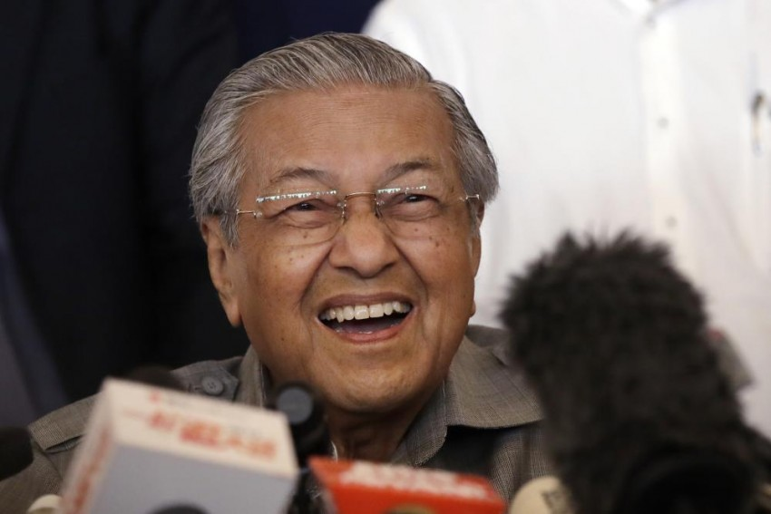 World's Oldest Leader: Mahathir Sworn In As Malaysia PM Ending Six-Decade Rule Of  Barisan Nasional