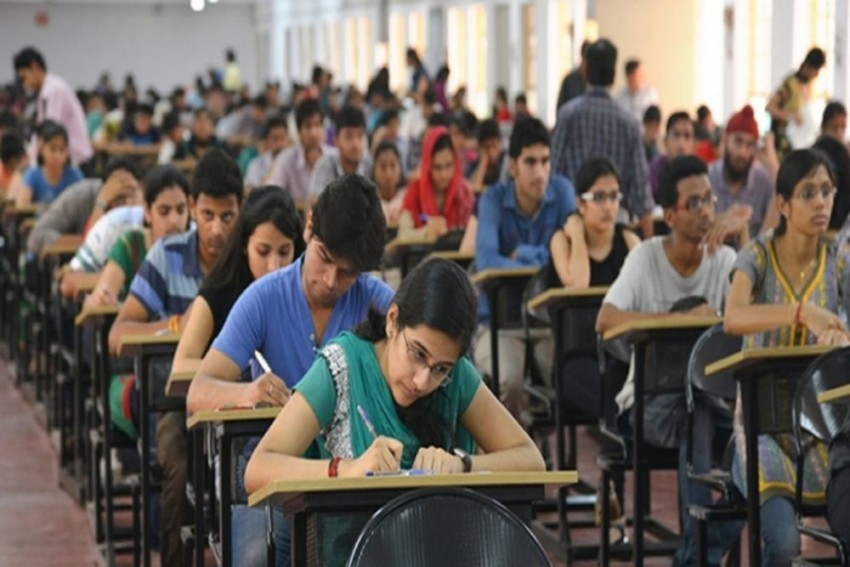 Delhi High Court Upholds CBSE's Upper Age Limit Of 25 Years For NEET