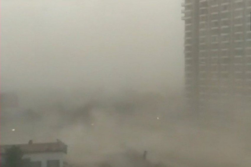 Strong Winds, Dust Storm, Rain Hit Delhi/NCR, Flights Grounded At IGI Airport