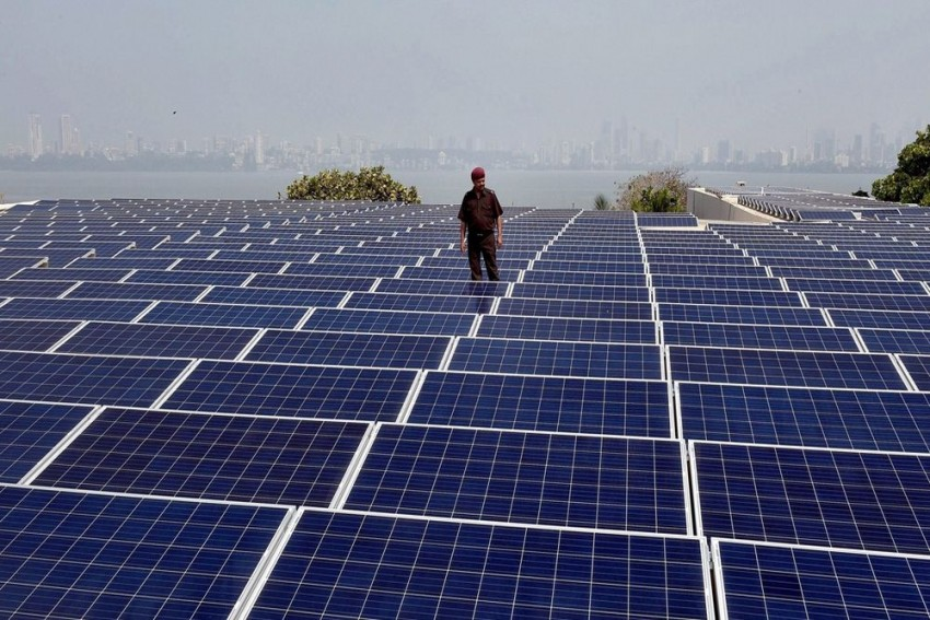 More Than 300,000 Workers To Be Employed In Solar, Wind Energy Sectors In India: Report