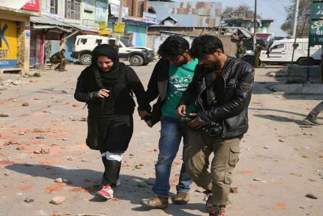 Online Outrage Over Calling Female Kashmiri Photojournalist As 'Army Informer'