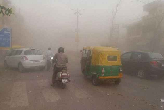 High-Intensity Dust Storm Hits UP, At Least 64 Killed