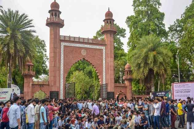AMU Students Raise 'Azadi' Slogans Against Right-Wing Hatred, Video Goes Viral