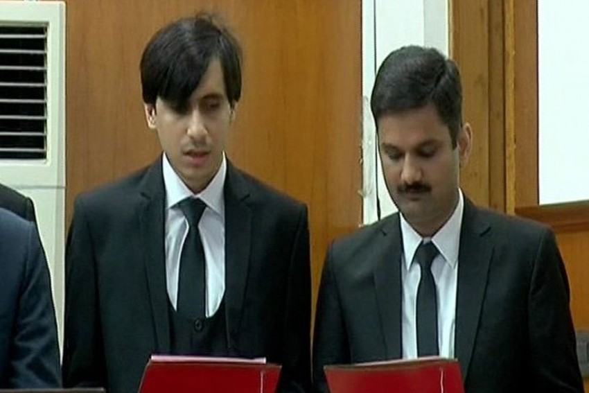 Visually Impaired Lawyer Becomes Pakistan's First Blind Judge