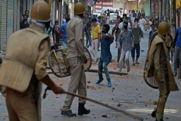 Guns Everywhere, Horror Stories Upon End: US Filmmaker Jamie DeWolf Describes His Kashmir Visit