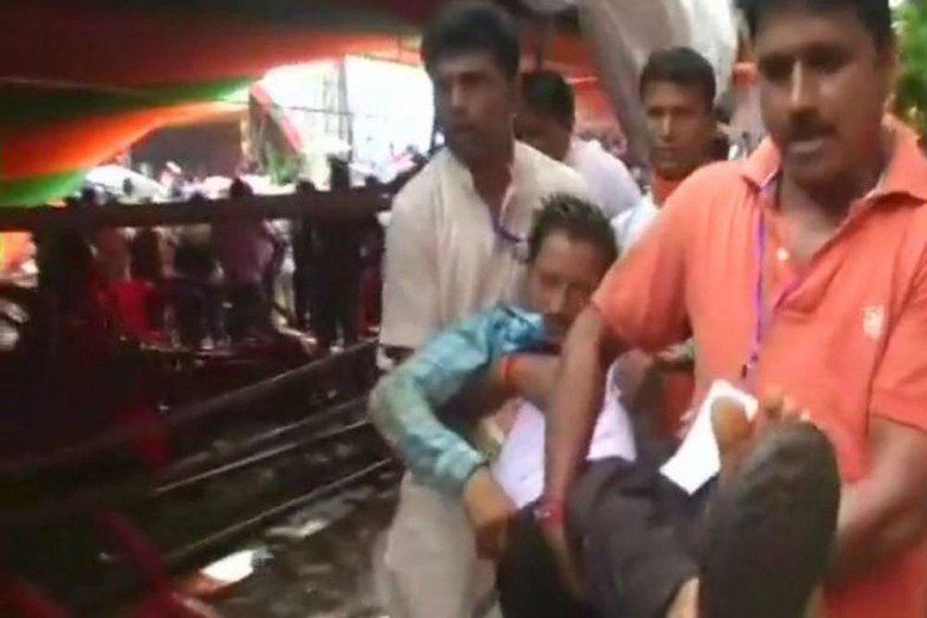67 Injured After Tent Collapses During Modi's Midnapore Rally, PM Visits Hospital