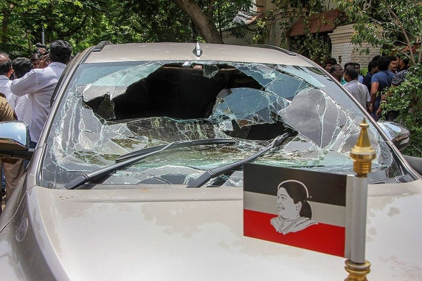 'Petrol Bomb' Hurled At Car Outside Dhinakaran's House, 2 Injured