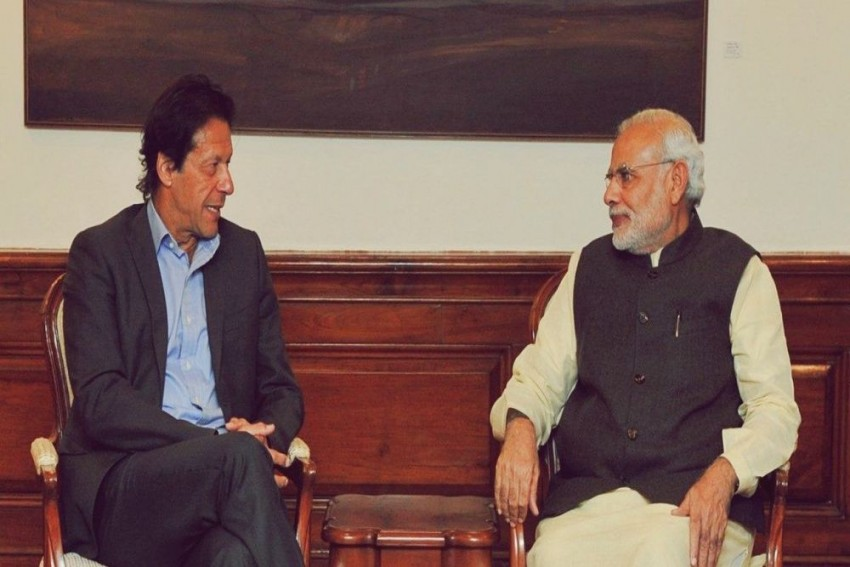 Imran Khan Considering Inviting Narendra Modi For His Oath Taking Ceremony As Pakistan PM