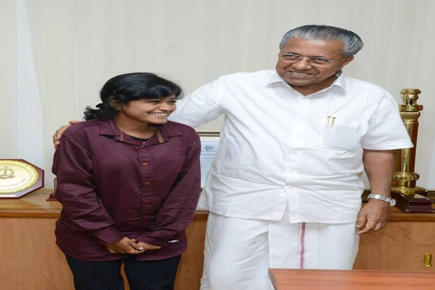 After Meeting Kerala CM, Hanan Hamid Says She Is' Daughter Of The Govt'