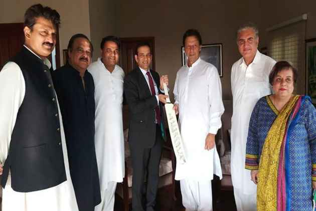 Indian High Commissioner Meets Imran Khan, Congratulates Him On Electoral Success