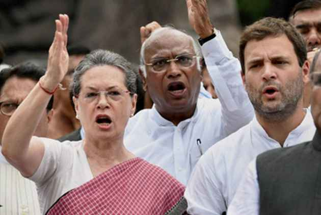 Rafale Deal: Opposition MPs Led By Sonia Gandhi Hold Protest in Parliament Complex