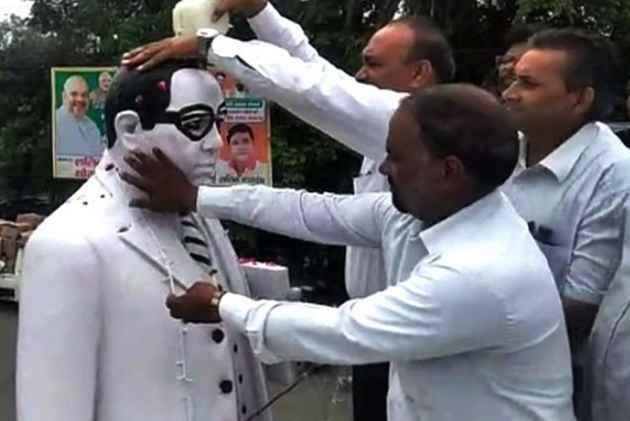 UP: Dalit Lawyers 'Purify' Ambedkar Statue With <em>Gangajal</em> After BJP Leader Garlands It