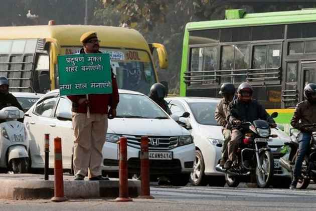 SC Accepts Centre's Proposal To Use Colour-Coded Stickers On Vehicles For Fuel In Delhi-NCR