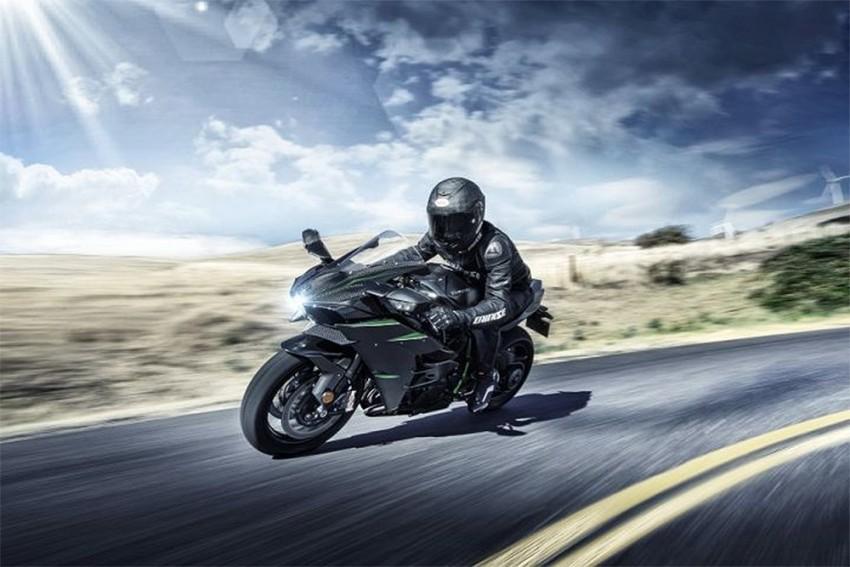 2019 Kawasaki Ninja H2 Range Is Ridiculously Powerful & Tech-laden