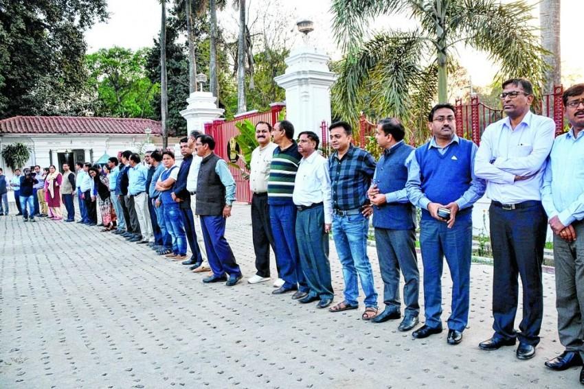 No Jeans, Denim Wear, Sunglasses For Tripura Bureaucrats: Govt Diktat