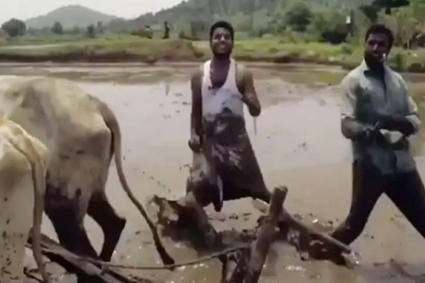 'Kiki Dance Challenge': These Two Telangana Farmers Become Latest Internet Sensation