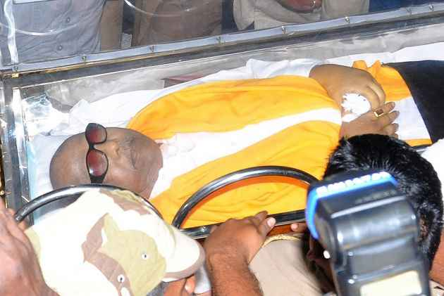 Karunanidhi To Be Buried Near Anna, Epitaph Says 'One Who Worked Without Rest, Will Rest Now'