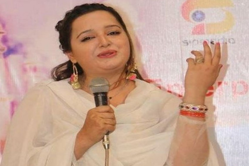 Pakistani Actress And Singer Reshma Shot Dead By Husband