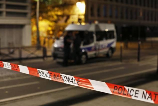 7 People Injured In Paris Knife Attack