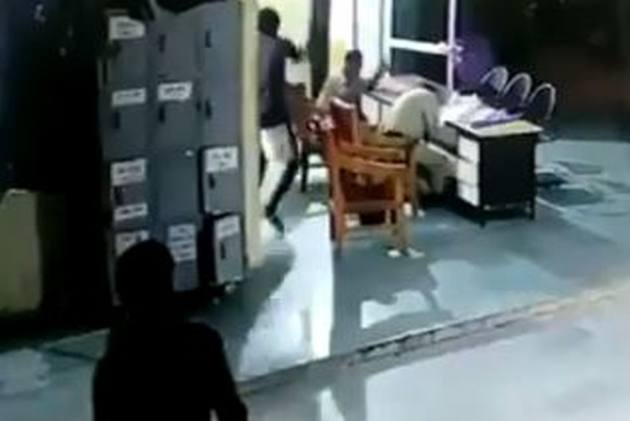Watch: Undertrial Prisoner Attacks Guards At Police Station From Behind In Bhind